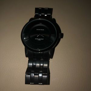 Male black watch (cracked)
